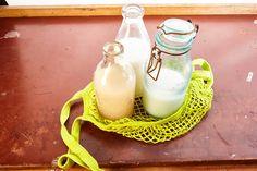 Některé druhy rostlinných mlék je možné sehnat už i ve větších obchodech nebo drogeriích. Nejčastěji jde o sójové mléko, případně mandlové nebo ovesné. Zkusila jsem tedy prozkoumat i ostatní druhy, přičemž mléko z pohanky, kterou mám tak ráda, se nabízelo jako první varianta. Protože kupuji pohankov