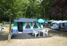 Camping Domaine de Chalain - Frankreich - Vacansoleil Bali, Covered Front Porches, Campsite, Outdoor Camping, Vacation