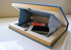 The Surznick Common Room: Homemade Book Clutch Oh my gosh, I love this so much! I'm not even going to tell you guys how much I love books, you probably get it by now . So when I saw this Nerdy Chic Book Clutch DIY f. Book Purse, Book Clutch, Diy Clutch, Clutch Purse, Fun Crafts, Diy And Crafts, Paper Crafts, Stick Crafts, Etsy Crafts