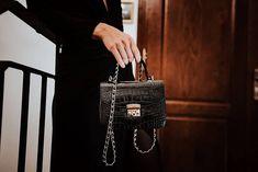 """shperka_slovakia na Instagrame: """"Dnešný trh je tak zasýtený produktami, že si pri každom nákupnom rozhodovaní vravím, že by bolo jednoduchšie mať na výber z dvoch možností…"""" Hermes Kelly, Backpacks, Bags, Instagram, Fashion, Handbags, Moda, Fashion Styles, Hermes Kelly Bag"""