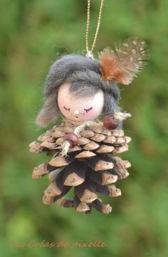 Personnage artisanal modelé sur pomme de pin naturelle