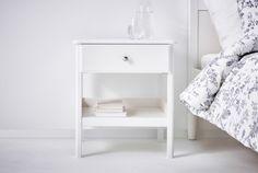 イケアのベッドサイドテーブル