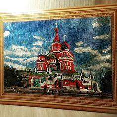 Поздравляю всех с Новым Годом и Рождеством🎉🎊🎄! Наконец-то вторая картина из алмазиков #алмазнаямозаика #своимируками #краснаяплощадь #собор #кремль #соборвасилияблаженного #handmade #diy