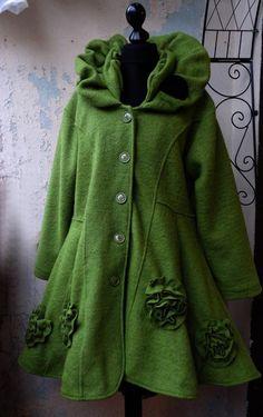 Besondere Schnitte und warme weiche Materialien wie Wolle, Wolkloden und Filz - hier bei Evenmoor bekommen Sie Mäntel und Jacken in edler Qualität....