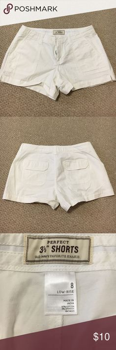 "Old Navy perfect 3 1/2"" Shorts ✔️NWOT Old Navy perfect 3 1/2"" Shorts ✔️Button and zip closure at waist ✔️Front side pockets, flap back pockets.  ✔️NEW condition! Old Navy Shorts"