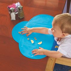 This little thing is amazing for family dinners out: Summer Infant Tiny Diner Portable Placemat