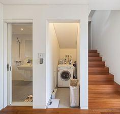 """건축주가 노트에 손글씨로 꾹꾹 눌러 쓴 글이다. 결혼을 앞둔 예비 신혼부부가 집을 짓기로 한 이유는 여기서 시작된다. """"방 두 개에 창이 큰 집이었으면 좋겠어요"""", """"25평 아파트보다 더 넓어 보이게 지어주세요""""와는 전혀 다른 시작이다."""
