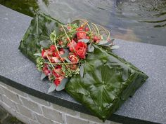 Deco Floral, Arte Floral, Floral Design, Grave Decorations, Flower Decorations, Flower Show, Flower Art, Modern Flower Arrangements, Funeral Arrangements