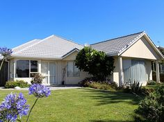 Wellington - Wairarapa/Kapiti Coast/Waikanae Beach holiday home rental accommodation - Serene Stay - Waikanae Holiday Home
