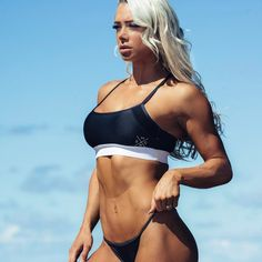 """9,859 mentions J'aime, 125 commentaires - Lauren Simpson WBFF PRO (@laurensimpson) sur Instagram: """"Strength. Power. Passion 💙 - Come meet me this weekend at the Sydney Fitness expo! I'll be with my…"""""""