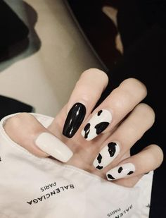 Fancy a Kendall Jenner cow print coffin nail design? Check out our latest collection of 20 Gorgeous Fall/winter Nail Designs to Impress Anyone for more nails inspirations. Ombre Nail Designs, Winter Nail Designs, Acrylic Nail Designs, Pink Leopard Nails, Red Ombre Nails, Fall Nail Trends, Cow Nails, Long Acrylic Nails, Dream Nails