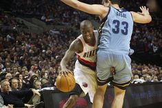 Blazers guard Jamal Crawford gets his hand stuck as he tries to get past Grizzlies center Marc Gasol.