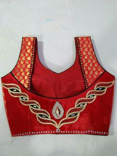 Patch Work Blouse Designs, Kids Blouse Designs, Choli Designs, Blouse Neck Designs, Neck Designs For Suits, Back Neck Designs, Stylish Blouse Design, Designer Blouse Patterns, Fabric Manipulation