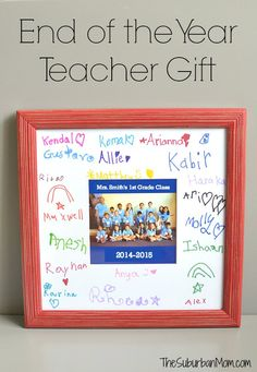 End of Year teacher gift - so simple to make and such a lovely memento of the school year! A sentimental way to say thank you teacher free printable makes it easy to create a class teacher gift for teacher appreciation week or end of school year. Teacher Gifts From Class, Teacher Retirement Gifts, Thank You Teacher Gifts, Teacher Appreciation Week, Your Teacher, Student Gifts, Diy Gifts For Teachers, Preschool Teacher Gifts, Teacher Tote