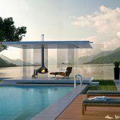Terrasse abritée par un vrai toit sur la plage en bois d'une piscine