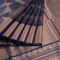 Jullaaha Handwoven Uppada Silk Saree With Floral Motifs 10008079 - AVISHYA.COM