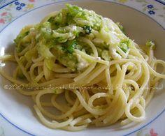 Spaghetti con zucchine, menta e feta - Spaghete cu dovlecei, menta si brinza feta - Spaghetti with courgettes, mint and feta cheese