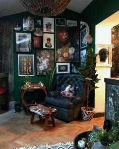 35 Lovely Bohemian Living Room Design Ideas - - 35 Lovely Bohemian Living Room Design Ideas Home Decor 35 Lovely Bohemian Living Room Design Ideas Living Room Designs, Living Room Decor, Bohemian Living Rooms, Bohemian House, Deco Studio, Dark Living Rooms, Deco Retro, Style Deco, Dark Interiors