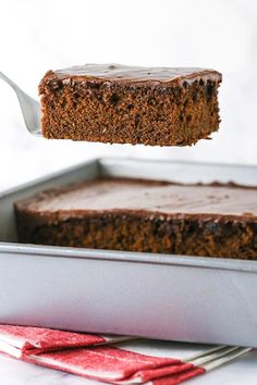 This Coca Cola Cake is a southern classic made with two cans of coca cola! It's a rich, moist chocolate cake that's full of flavor and wonderfully tender! Chocolate Coca Cola Cake, Tasty Chocolate Cake, Easy Cakes To Make, How To Make Icing, Best Dessert Recipes, Fun Desserts, Delicious Desserts, Coke Cake, Cake & Co