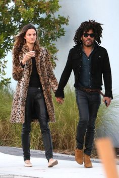 Lenny Kravitz Steps Out With New Girlfriend Barbara Fialho!: Photo Lenny Kravitz has a new lady in his life - Barbara Fialho! The entertainer and the Victoria's Secret model were spotted enjoying some… Lenny Kravitz, Daily Fashion, Mens Fashion, Fashion Outfits, Black Music Artists, Stylish Couple, Stylish Mens Outfits, New Girlfriend, Rocker Style