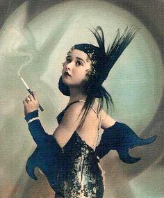 antideprissante — «Costumed girl, Spain - J. Derry ca 1920.jpg» на Яндекс.Фотках