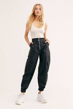 Black Joggers Outfit Gallery insider tip every cool spring thing is hiding at free Black Joggers Outfit. Here is Black Joggers Outfit Gallery for you. Black Joggers Outfit missguided black loopback cargo joggers in 2019 outfits. Sweatpants Outfit, Black Joggers Outfit, Jogger Pants Outfit, Jogger Sweatpants, Black Pants, Parachute Pants Outfit, Black Jogger Pants, Sweatpants Style, Hipster Outfits