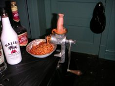 Old style meat grinder + Spagettio + Medium sized doll limb (foot or arm) = halloween tradition Halloween 2014, Halloween Stuff, Halloween Crafts, Halloween Ideas, Halloween Party, Halloween Decorations, Craft Projects, Projects To Try, Meat Slicers