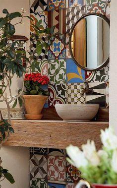Idee per decorare le pareti del bagno - Maioliche in bagno Ideas for decorating the walls of the bathroom - Majolica in the bathroom Sweet Home, Home Design, Design Design, Design Trends, Design Ideas, Bathroom Inspiration, Interior Inspiration, Inspiration Boards, Interior Decorating