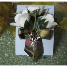 Redneck Wedding Deer Hunter Hunting Groomu0027s Camo Boutonniere Keywords:  #redneckweddings #jevel #jevelweddingplanning