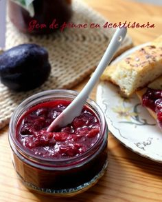 It is plum time at the moment, and THE perfect moment to to turn all those sweet, juicy plums into a huge batch of jam. Nothing beats old-fashioned plum jam Plum Jam, Foods With Gluten, Oven Baked, Tray Bakes, Preserves, Great Recipes, Paleo, Vegan, Marmalade