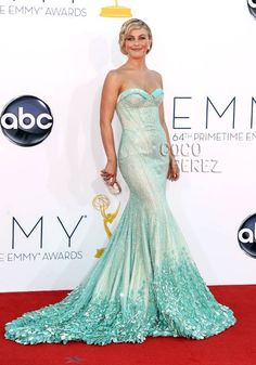Julianne Hough at the 2012 Emmys wearing Georges Hobeika Couture: dislike the hair but adore the sweetheart neckline, mermaid inspired skirt, and color.