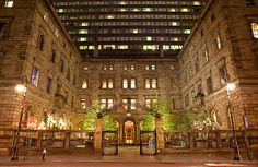 Lotte New York Palace is an inimitable NYC luxury hotel, offering spacious, upscale accommodations on Madison Avenue in the heart of Midtown Manhattan. Nyc Hotels, New York Hotels, Luxury Hotels, Hotel Deals, Manhattan Hotels, Places In New York, Places To Go, Michael Jackson, Puerto Rico