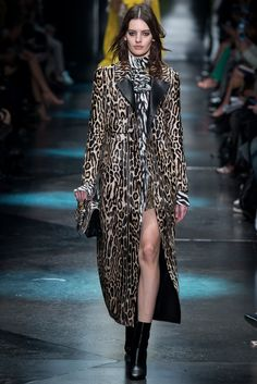 Roberto Cavalli - Fall 2015 Ready-to-Wear - Look 4 of 54