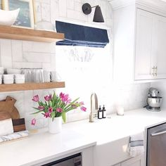 Looking at clean pictures of my house in hopes to gather motivation to clean our kitchen that is currently a mess 🙈!