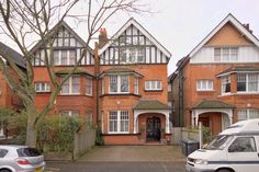 6 Beds House For Sale in Riggindale Road, SW16