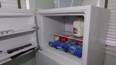 This is genius! Ice Cube Trays, Ice Tray, Food Hacks, Food Tips, Cooking Tips, Milk Cans, Coffee Creamer, Top Freezer Refrigerator, Kitchen Hacks