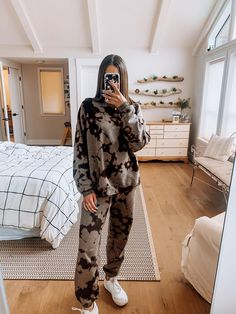 Tie Dye Outfits, Lazy Outfits, Mode Outfits, Casual Outfits, Fashion Outfits, Sporty Fashion, Mod Fashion, Traje Casual, Vintage Outfits