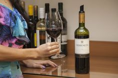 Um vinho tinto chileno com aromas de amora, groselha, morango e cereja.