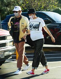 Pregnant Halsey Shops In LA Halsey, Davinci Art, Pregnant Celebrities, Red Converse, Studio City, Ohana, Maternity Pictures, Black Pants, Urban Outfitters