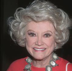 images of Phillis Dillar image search results Long Cigarette Holder, Famous Atheists, Phyllis Diller, Broadway, Losing My Religion, Make Millions, Famous Singers, People Laughing, Funny People