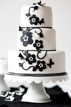Fabulous black and white cake. I just hope that they did something to the back side of the cake.