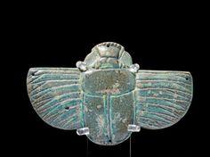 Egypt, Ptolomaic - Grande amulette de résille représentant un scarabée ailé