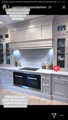 Kitchen Dinning, Home Decor Kitchen, Kitchen Interior, White Kitchen Appliances, Kitchen Hoods, Hidden Kitchen, Open Plan Kitchen, Kitchen Canopy Hood, Kitchen Chimney