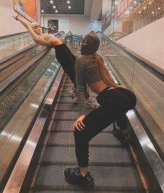6 Best Hip Exercises for Women Health : Sport for Women in 2020 - Frau Bad Girl Aesthetic, Aesthetic Grunge, Thug Girl, Gangster Girl, Mask Girl, Foto Casual, Bff Goals, Hip Workout, Bff Pictures