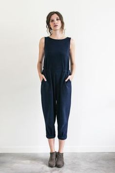 esby apparel / season two / made in the usa montauk point jumper in indigo dyed cotton gauze Cooler Look, Looks Street Style, Vogue, Look Chic, Minimalist Fashion, Spring Summer Fashion, Dress To Impress, Style Me, Cute Outfits