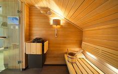 sauna Klafs přizpůsobená na míru podkrovnímu prostoru Sauna, Halle, Clothes, Outfits, Clothing, Hall, Kleding, Outfit Posts, Coats