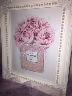 Find the Scintillant bubblegum rose paillettes magnifique cadre Chanel. Cadres sont en…: at The RealReal presents a different experience.