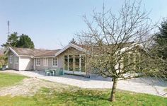 Holiday home Regnfangvej V�ggerl�se IX V�ggerl�se The Holiday home Regnfangvej V?ggerl?se IX is located in V?ggerl?se, the property features terrace, garden furniture and barbecue.  This spacious holiday home has been renovated during the year 2009.