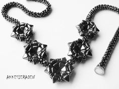 tutorial for the Pyramid in the Stars necklace by Akkesieraden, €7.00