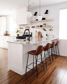 Boho Kitchen, Home Decor Kitchen, Kitchen Interior, New Kitchen, Home Kitchens, Kitchen Design, Kitchen Bars, Rustic Kitchens, Kitchen Styling